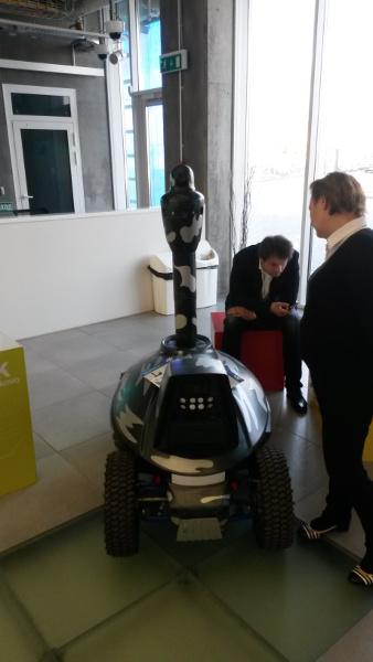 Skolkovo Robotics 2015 - робот-патрульный