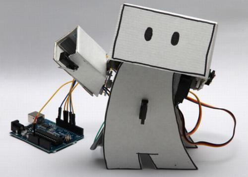Робот-приятель радуется каждому Twitter-сообщению