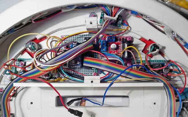 Мозгом пылесоса служит Arduino