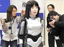робот-манекенщица