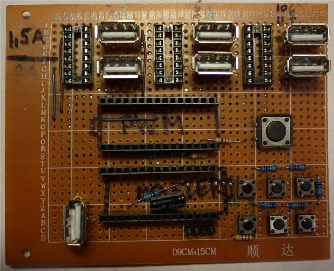 """ULN2003 установлены в специальные кроватки.  Разъём для подключения ИК приёмника выполнен из отрезка  """"гребёнки """"."""