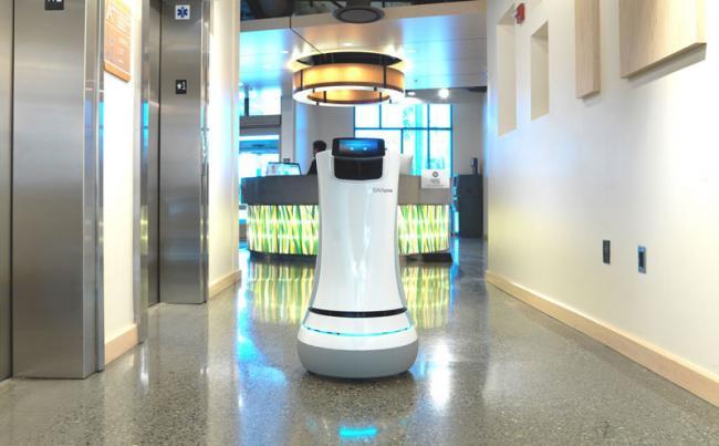 робот SaviOne - для работы в гостинице