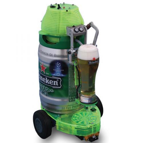 Робот разливает пиво
