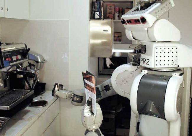 робот PR2 готовит кофе