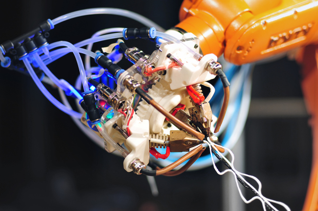 6-осевой робот-манипулятор научили печатать паутину