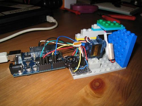 Arduino+LEGO+лазерная указка
